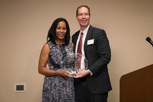 Dean Mark Nelson presents Tyeise Huntley Jones, MBA '10, with the Wilbur Parker Distinguished Alumni Award