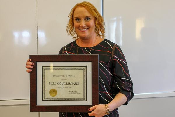 Billi holding her award