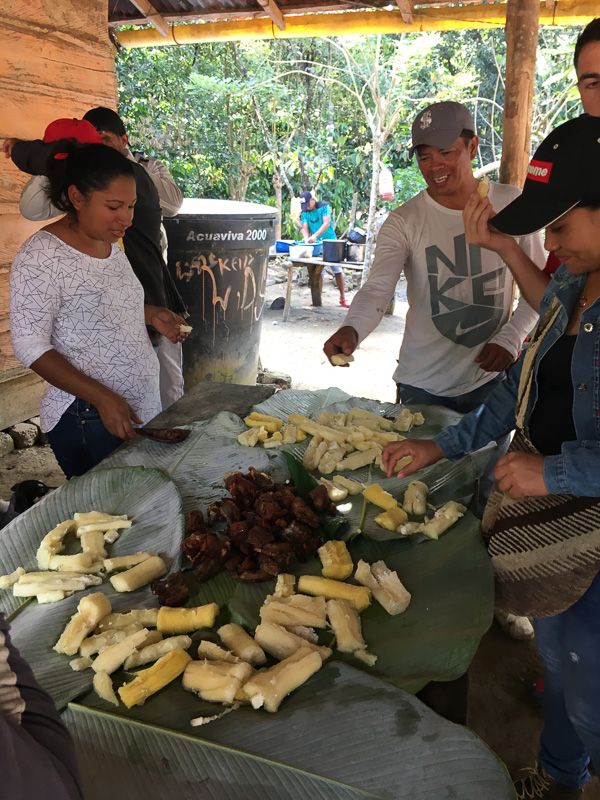 Students cooking with Colombians